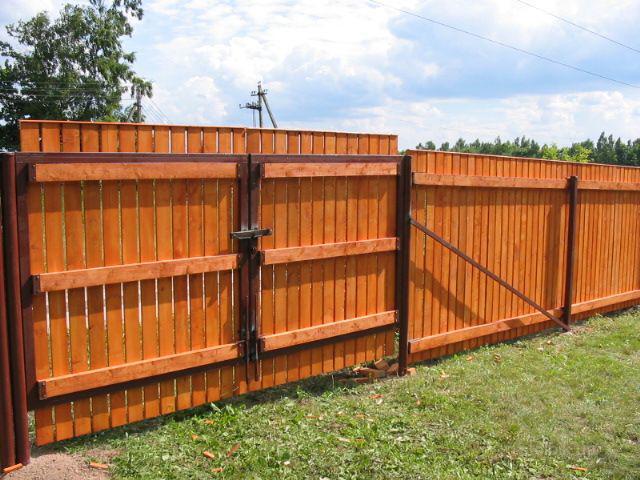 Деаревянный забор в Оренбурге